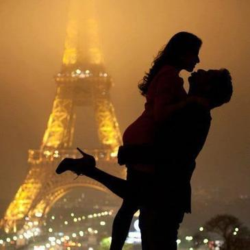 L'amour est une catastrophe magnifique : savoir que l'on fonce dans un mur, et accélérer quand même.