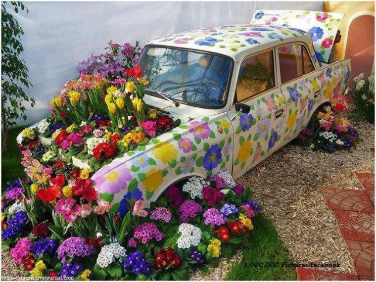 une autre voiture fleurie