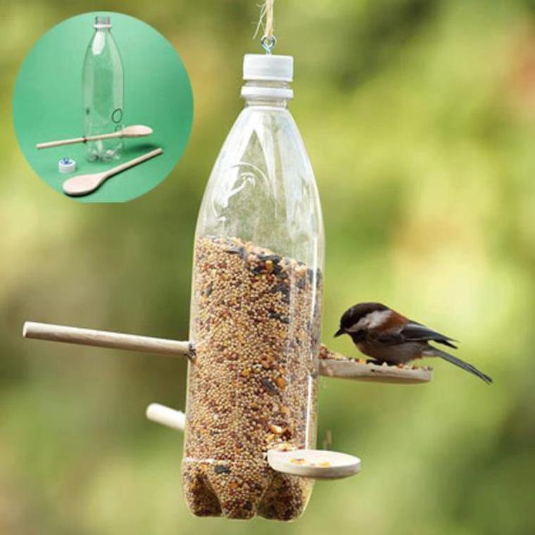 bouteille et cuillere = mangeoire à oiseaux