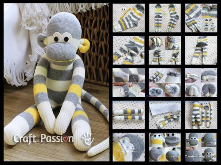 petit singe doudou avec une paire de chaussette