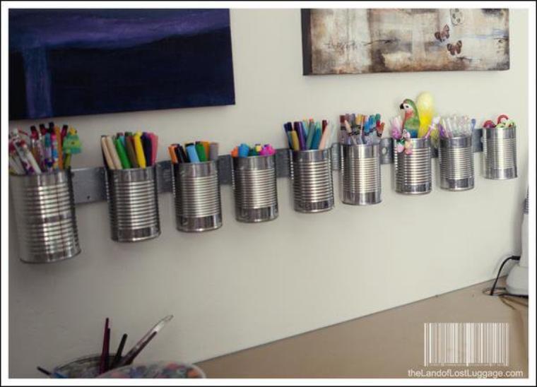 porte avec des conserves feutres , crayons , stylos , pinceaux ... pour chambre d'enfants