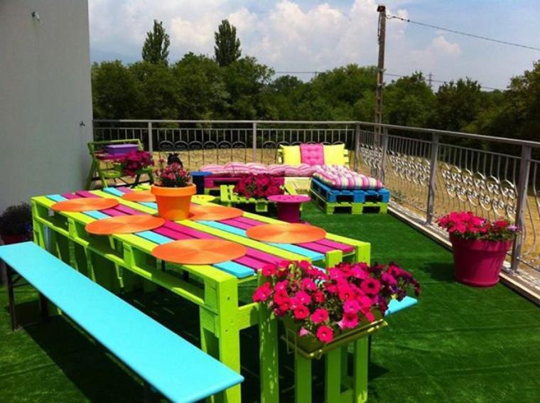 couleurs couleurs !!!! salon de jardin avec des palettes
