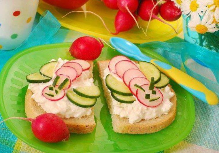 tartines papillons , radis, concombres ,fromage frais