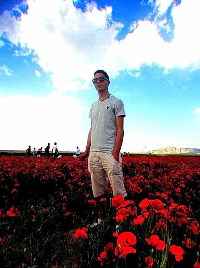 Dans un champs de fleur tranquille