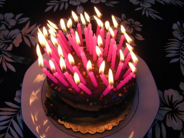 Coucou Coco ,50 Bougies pour un Joyeux Birthday,c'est normal qu'on ne voit plus le gateau du coup ? oh ben c'est trop con hein !!! Big Bisous