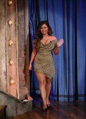 20/09/2011 Demi a était sur le plateau télé de Late Night with Jimmy Fallon à New York. Elle ensuite était vu quittant son Hotel vers Minuit. Question Tenue TOP ou FLOP ?