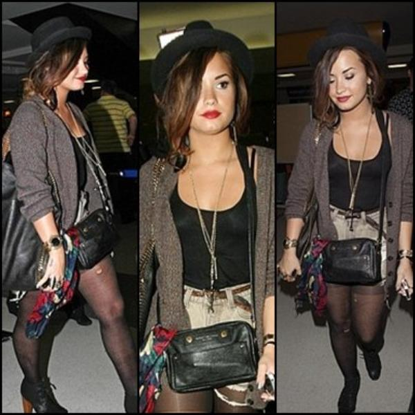 "21/09/2011 Demi est co-hôte de MTV sur le haut 10 diffusé samedi à 11h30 aux Etats-Uni, Elle a ensuite été vu quittant son hotel ""Downtown Manhattan"" ! Un peu plus tard Demi a été vu arrivant à l'aéroport de LAX à Los Angeles. Tenue, TOP ou FLOP ?"