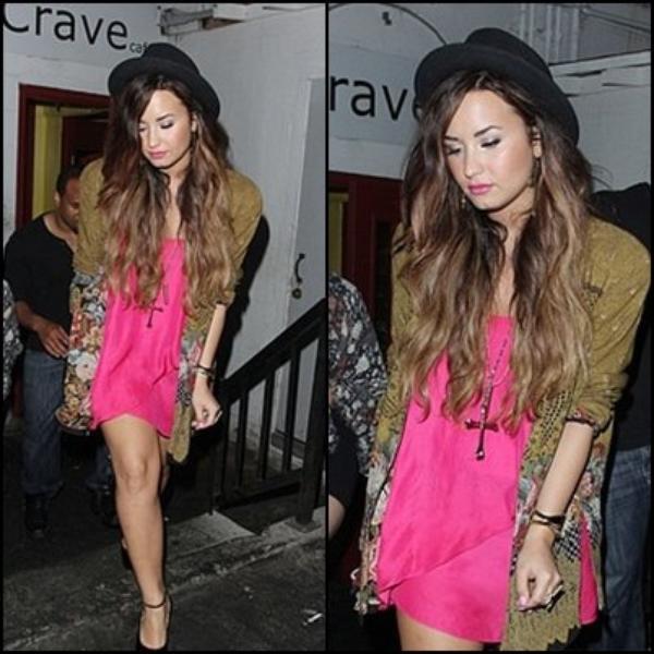 """Le 28.09.2011 Demi a été aperçu quittant le """"Crave café"""" ! Tenue TOP or FLOP ? + une photo coups de coeur ♥ ! :D"""
