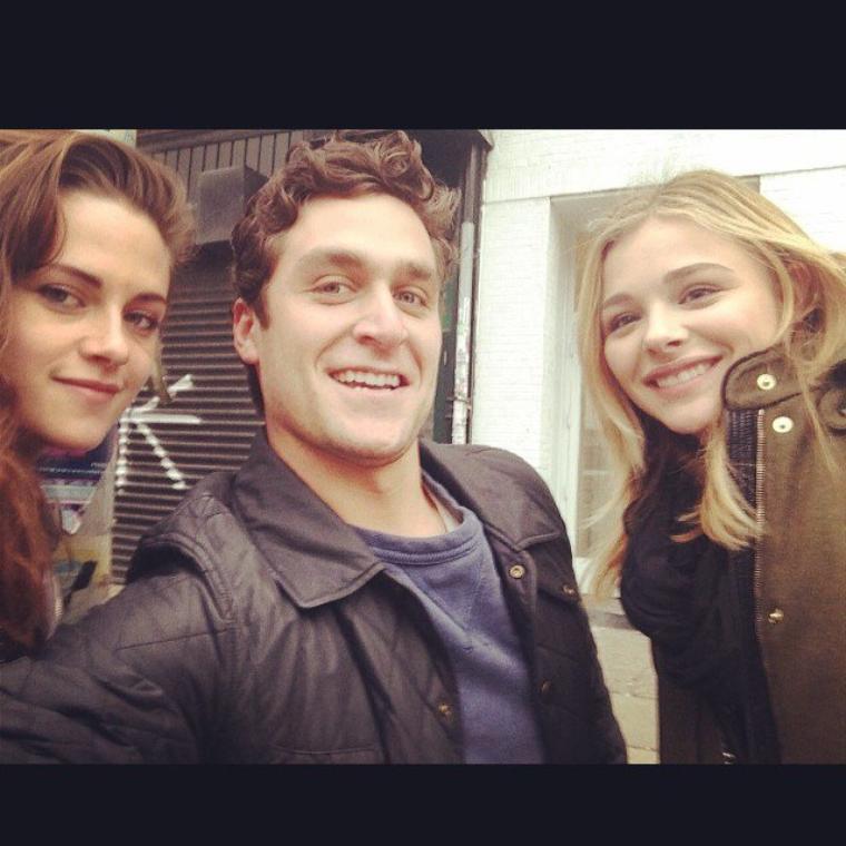 Nouvelle Fanpic de Kristen Stewart avec Chloe Grace Moretz à New York ( 02 Mars 2014 )
