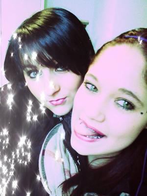 • SKYROCK PRESENTE © HistoireDeStreet !__WWW.CANDYxPOP.SKYROCK.COM __~ UNE FiLLE COMME ELLE ? ; t'en trouvera pas deux comme sa CROiS MOi ;) .. LA SEULE EN QUi TU PEUX TOUT DiRE. ♥__Mon amour de meilleure amie♥ (!) *