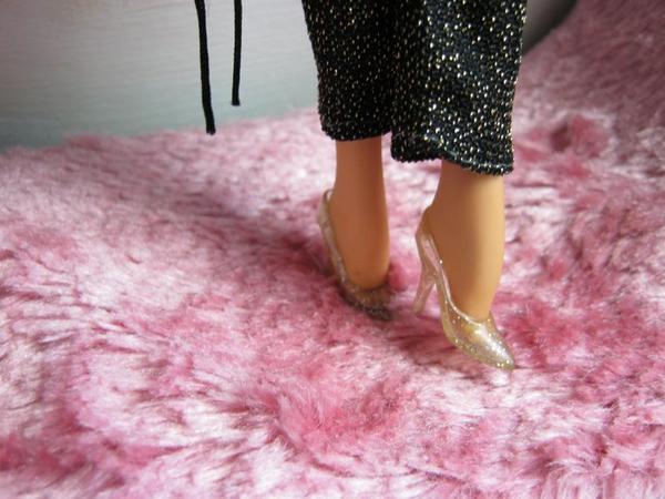 Barbie twist & turn .