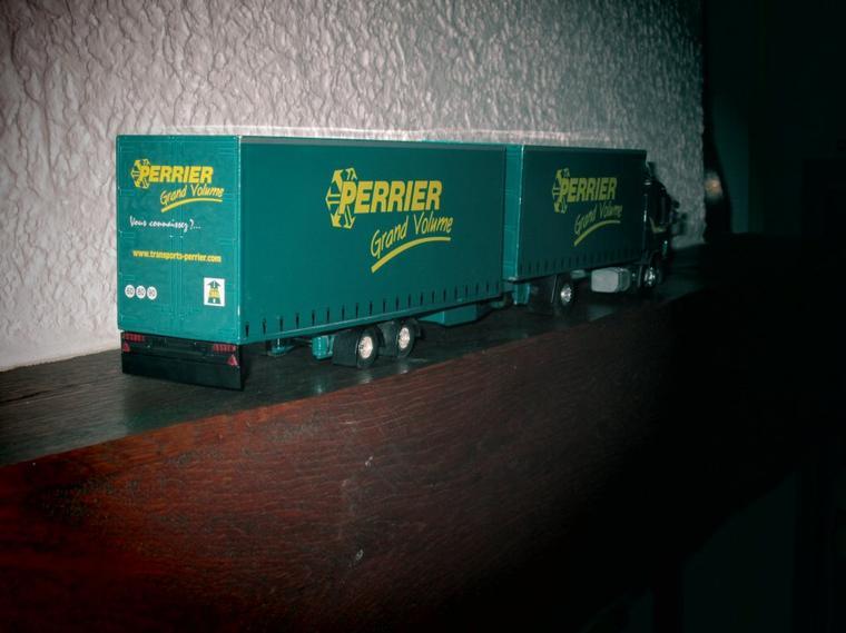 SCANIA serie 4 -114 L  380cv  camion remorque autoportée  PERRIER grand volume