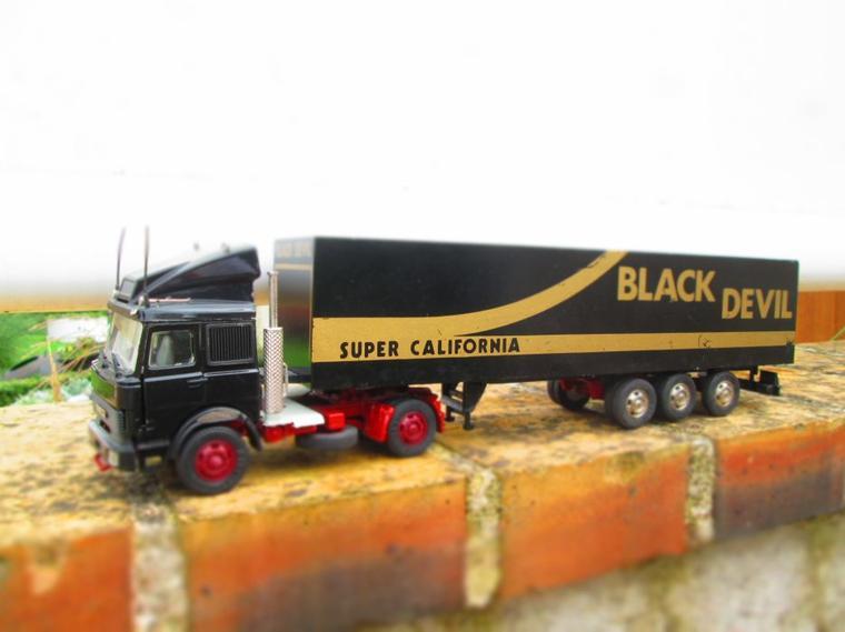 IVECO TURBO STAR SEMI FOURGON BLACK DEVIL ( old car 1/43)