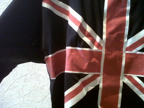 Haut loose, drapeau angletaire.