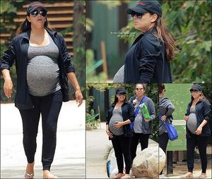 🚶 Eva & des amies sont allés Se Détendre au Parc.  16 Juin 2o18. Beverly Hills - Etats-Unis. Tenue: Eva porte des Lunettes Victoria Beckham à 405¤..