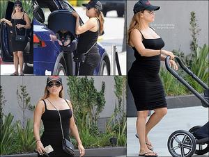 ✴️ Eva & Santigo sont allés au Westfield Century City Mall.  o9 Août 2o18. Beverly Hills, Etats-Unis. Tenue: Eva porte des Lunettes Victoria Beckham à 405¤ & un Sac Chanel à 1470¤.