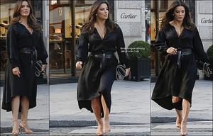 🚶 Eva a été vue quittant le Four Season Hotel. 26 Septembre 2018. Paris, France. Tenue: Eva porte des Baskets Adidas.