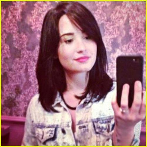 Demi Lovato : NEW HAIR !!