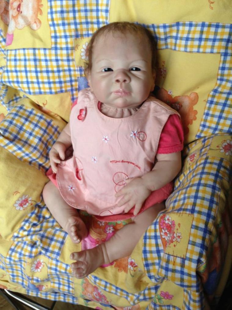 Magnifique bébé reborn Elena  a adopter née le 12 juin 2013