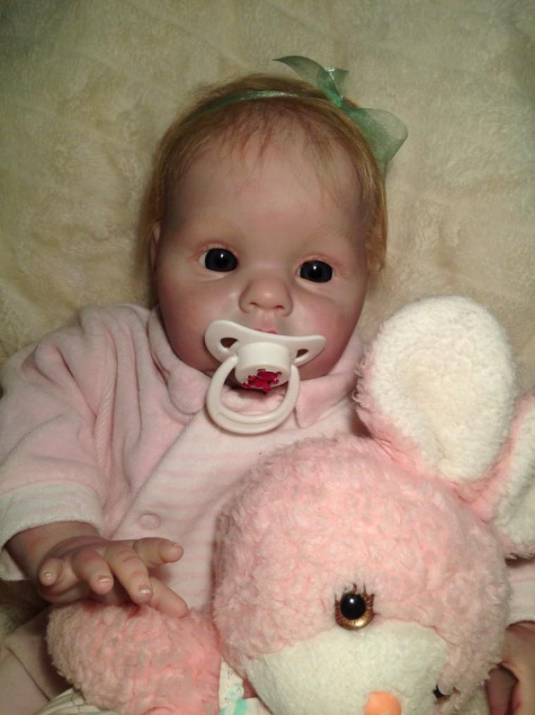 Maude très jolie bébé Reborn de 2,200kg née le 27/01/2014 et mesure 50cm du kit Chanel de Donna a été adoptée