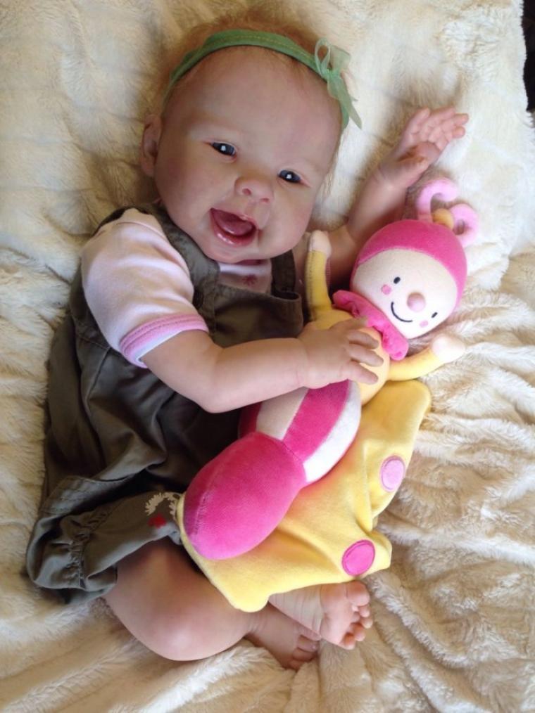 Célia très beau bébé Reborn du kit Nala de Sandy Faber née le 08/04/2014 mesure 55 cm et pèse 2,400kg à été adoptée