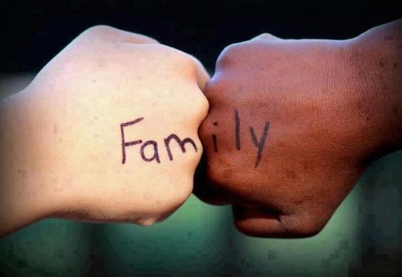 « Je ne comprenais rien à la vie de famille. J'ignorais que l'on pouvait aimer ses parents, ou qu'ils pouvaient vous porter assez d'amour pour vous autoriser à être vous-même. ♥ » - Jeanette Winterson -