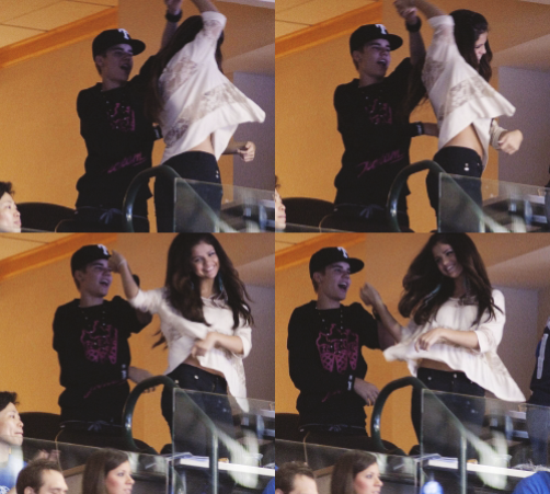 LoveBieberPhotos 369   ( Allez hop viens on danse en plein milieu du match de basket. ^^ )