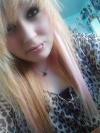 Les cheveux blond et rose