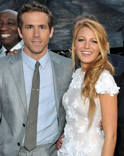 C'est OFFICIEL : Ryan Reynolds et notre petite Blake se sont mariés le 9 septembre et d'après quelques sources, Blake serait ENCEINTE, il parait que lors du mariage certain média aurait remarqué un petit ventre rond ! Mais apparemment,Ils ont eu une semaine pour réfléchir et ils sont allés jusqu'au bout. En effet, d'après le certificat de mariage de Blake Lively et Ryan Reynolds, le couple ne se serait pas marié le 9 septembre dernier, mais une semaine plus tard, soit le 14 septembre.