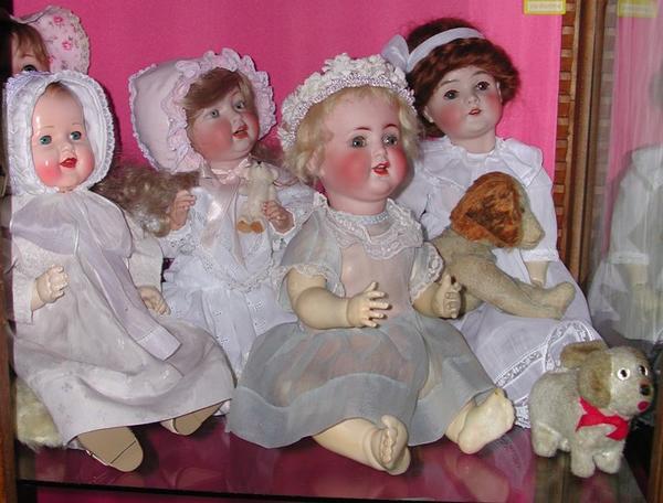 je pioche encore dans mes anciennes photos un extrait de mon ancienne vitrine quelques bébés de caractère !