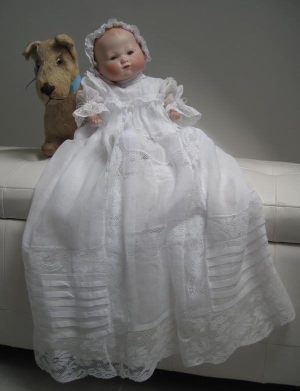 avec sa robe de baptême achetée vendredi au salon de Rouen !!