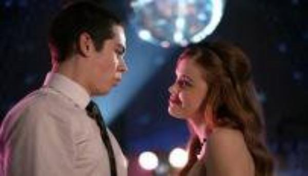 Teen Wolf saison 3 : Holland Roden (Lydia) s'exprime sur sa relation avec Stiles via Twitter !