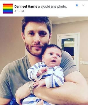 Le 3 décembre 2016, Danneel donne naissance à des jumeaux, un garçon prénommé Zeppelin Bram et une fille prénommée Arrow Rhodes. Voici une photo de la famille qui s'est aggrandit
