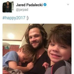 Voici quelques photos de Jared et Stephen Amell passant leur vacances de Noel à Hawaii