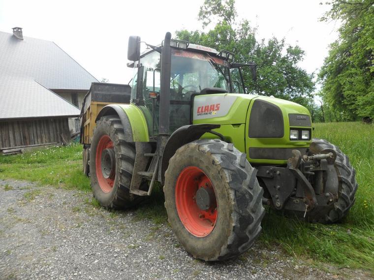 Tracteur claas Ares 836 RZ avec benne EUROC
