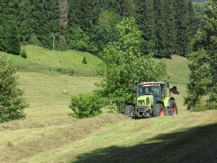 CLAAS ARES 836 RZ avec andaineur CLAAS LINER 470 S