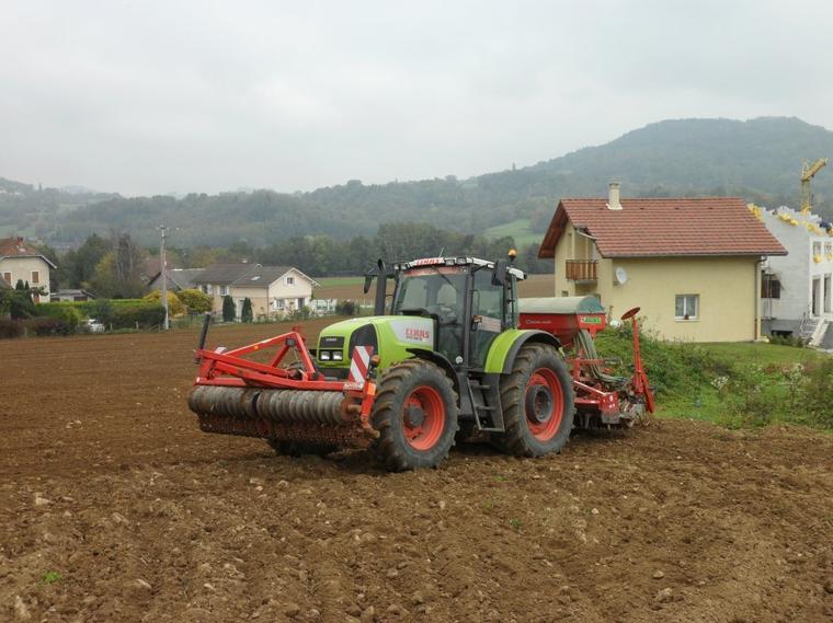 Tracteur CLAAS ARES 836 RZ avec semoir Pneumadrill A 300