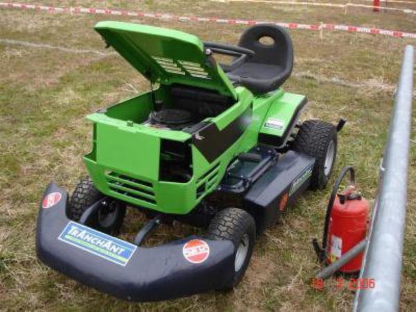 Tracteur tondeuse de course