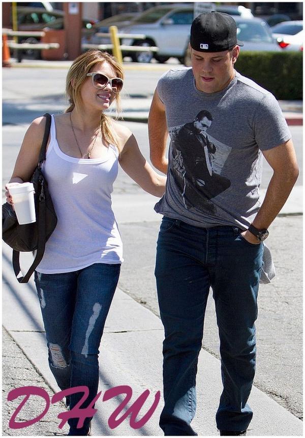 Espérons qu' Hilary Duff et son époux, le joueur de hockey sur glace Mike Comrie, aient une bonne mutuelle... Nos deux amoureux sont actuellement en phase d'incapacité temporaire de travail !