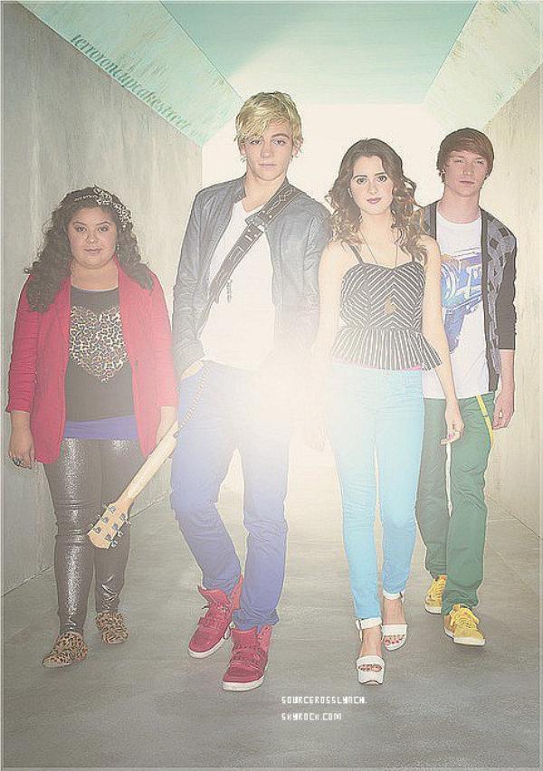 ++   Rattrapage des news du 3 au 6 Septembre .   Découvre l'affiche de la saison 2 d'Austin&Ally ! + Ross invité à Radio Disney avec son groupe + Ross et son groupe ont donnés un concert à Chicago.  +
