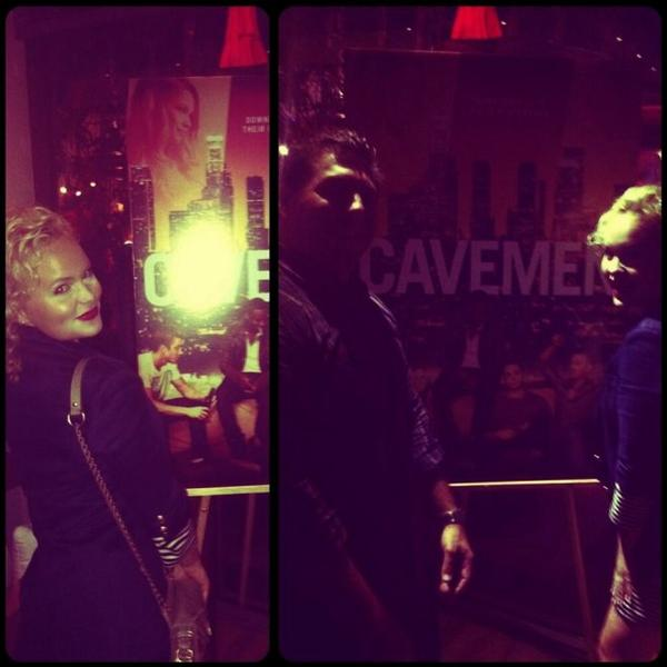 """Projection de """"Cavemen"""" Twitter / Instagram !"""