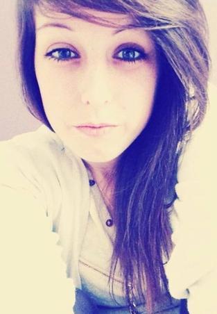 « Pαrce qu`on ρeut tout cαcher derriere un sourire . ››