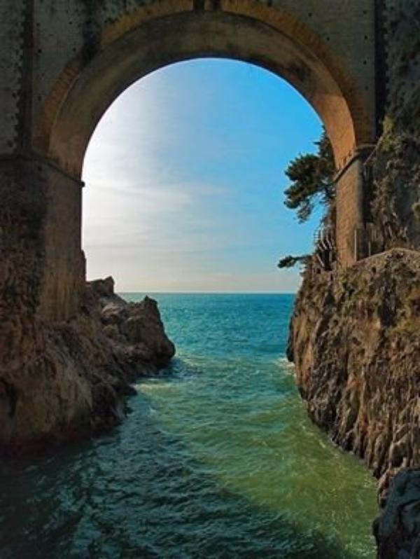 """""""Uomo libero, amerai sempre il mare! Il mare è il tuo specchio: contempli la tua anima nel volgersi infinito dell'onda che rotola.""""  Charles Pierre Baudelaire « Libérer l'homme, toujours l'amour de la mer ! La mer est votre miroir : contempler ton âme en vague roulant sans fin de tour. »  Charles Pierre Baudelaire"""