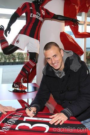 Officiel : une nouvelle recrue pour Milan !