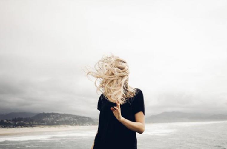 «Le chagrin est comme un océan: profond, sombre, et si vaste qu'il peut engloutir chacun d'entre nous. La tristesse est comme un voleur dans la nuit: silencieux, incontrôlable et très souvent injuste.» Les Frères Scott.