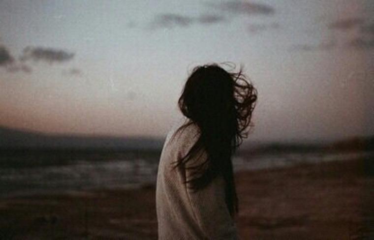 « Un jour viendra, où nous seront tous morts. Tous. Un jour viendra où il ne restera plus aucun être humain pour se rappeler l'existence des hommes. Un jour viendra où il ne restera plus personne pour se souvenir d'Aristote ou de Cléopâtre, encore moins de toi. Tout ce qui a été fait, construit, écrit, pensé et découvert sera oublié, et tout ça, n'aura servit à rien. Ce jour viendra bientôt ou dans des millions d'années. Quoi qu'il arrive, même si nous survivons à la fin du soleil, nous ne survivrons pas toujours. Du temps s'est écoulé avant que les organismes acquièrent une conscience et il s'en écoulera après. Alors si l'oubli inéluctable de l'humanité t'inquiète, je te conseille de ne pas y penser. C'est ce que tout le monde fait. » John Green.