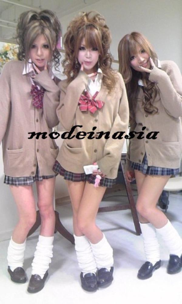 Les school girls japonaises