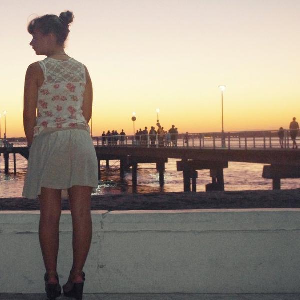 La plus grosse erreur que tu puisses faire c'est de penser que quelqu'un va changer .. Et de croire que la personne qui t'a fait souffrir ne le fera plus