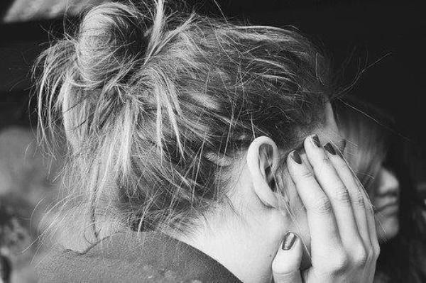 Attendre est douloureux. Oublier est douloureux.  Mais ne pas savoir quoi faire entre les deux est la pire des souffrances .