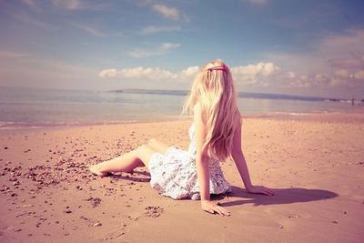 J'ai envie de te dire que je veux plus te revoir que je te déteste et que je déteste chacun de tes gestes, mais je te mentirais. Tu es tout ce que j'aime, tu es le seul que j'aime ..